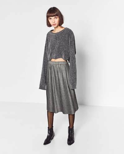 Jupe midi plissée : comment bien la choisir et la porter avec style
