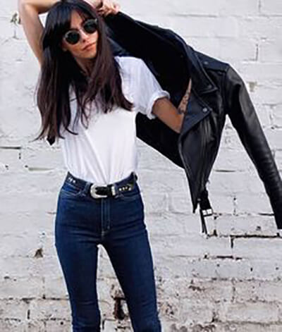 T-shirt loose blanc + jean brut + perfecto en cuir