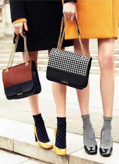 Looks stylés avec des chaussettes et des escarpins vernis (style rétro)