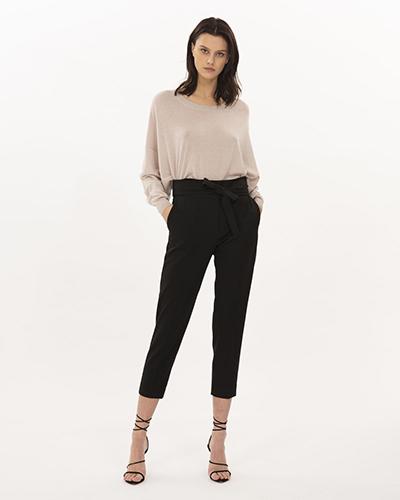 Pantalon carotte (femme) : comment bien le choisir et comment le porter avec style !