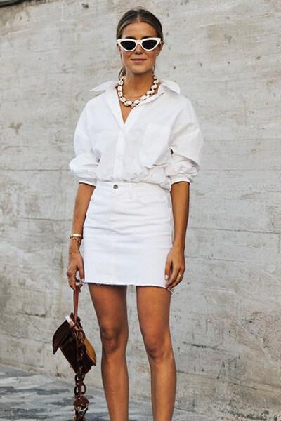 Tenue d'été chic avec une chemise et une jupe blanche