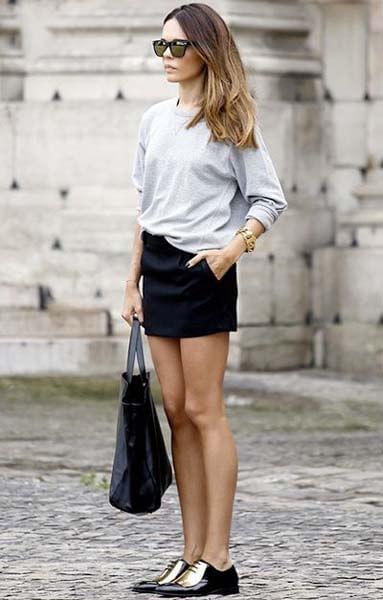Derbies et mini-jupe : stylée et féminine avec des chaussures plates