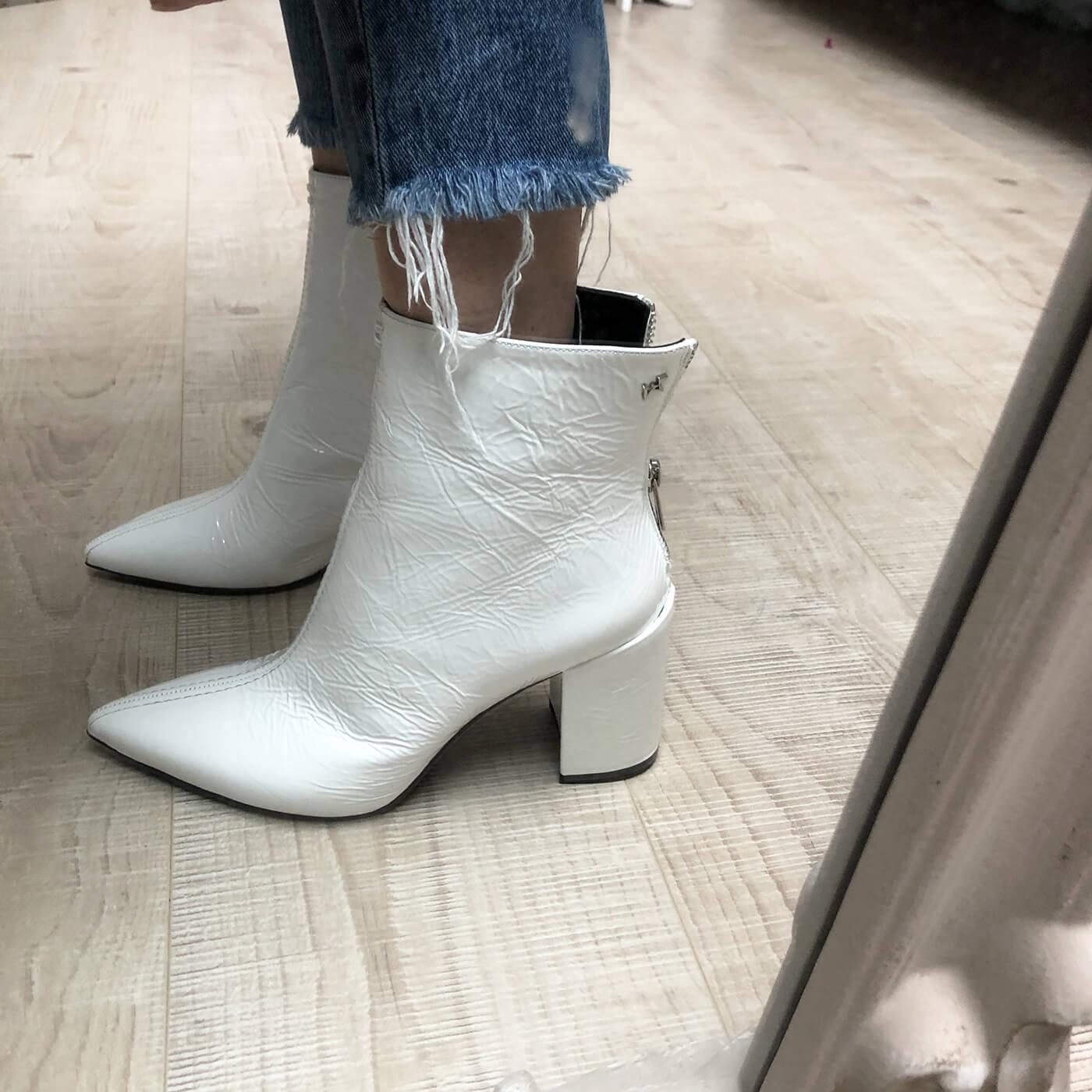Garde-robe minimliste le rôle des chaussures