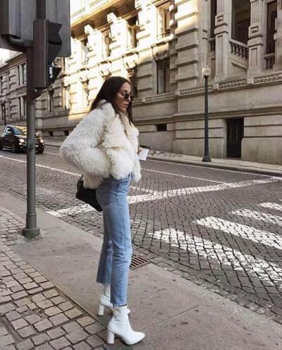 Jean droit et bottines blanches