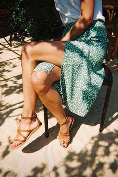 Jupe longue et sandales tropéziennes