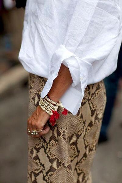 Pantalon python et chemise blanche
