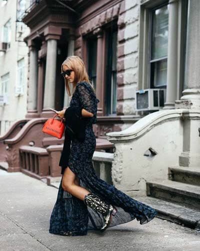 Comment porter des Santiags (femme) :  Santiags et robe longue
