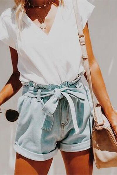 Short en jean et t-shirt blanc