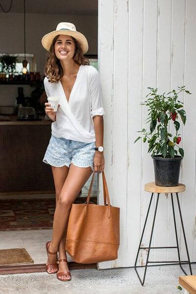 Comment s'habiller pour un week-end dans une capitale : Casual chic tenue : Short et blouse tenue boheme