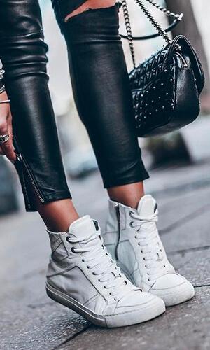 Skinny cuir et sneakers montantes