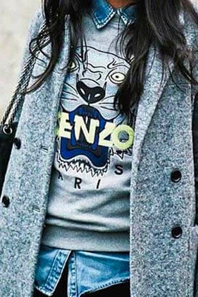 Sweat-shirt-Tigre-Kenzo-sur-chemise-en-jean