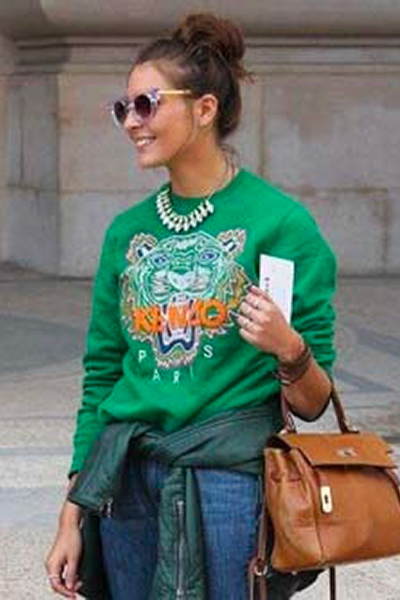 Sweat-shirt-Tigre-Kenzo-vert-et-collier-plastron