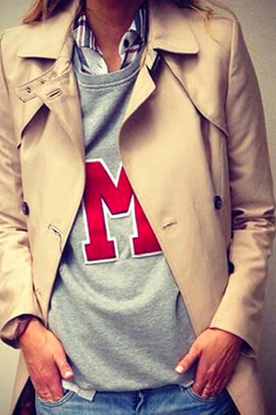 Trench et sweat-shirt