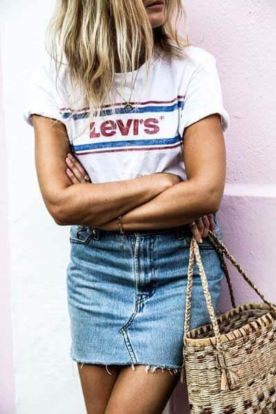 Jupe en jean, t-shirt blanc Levi's