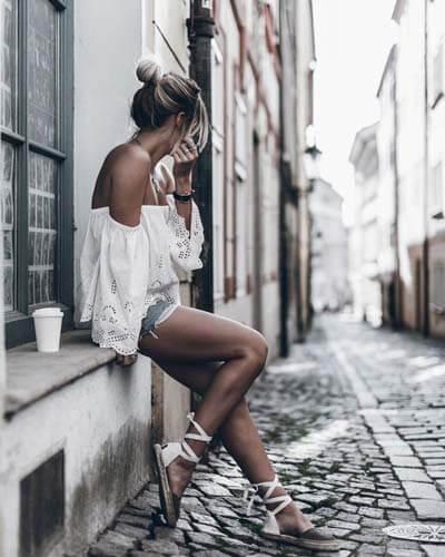 Espadrilles : féminine avec des chaussures plates